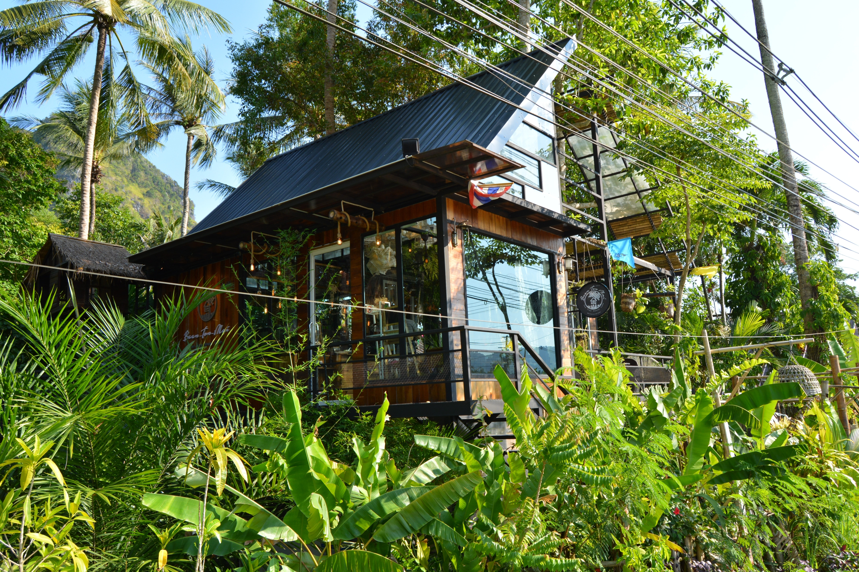 baan ton mai the tree house cafe krabi