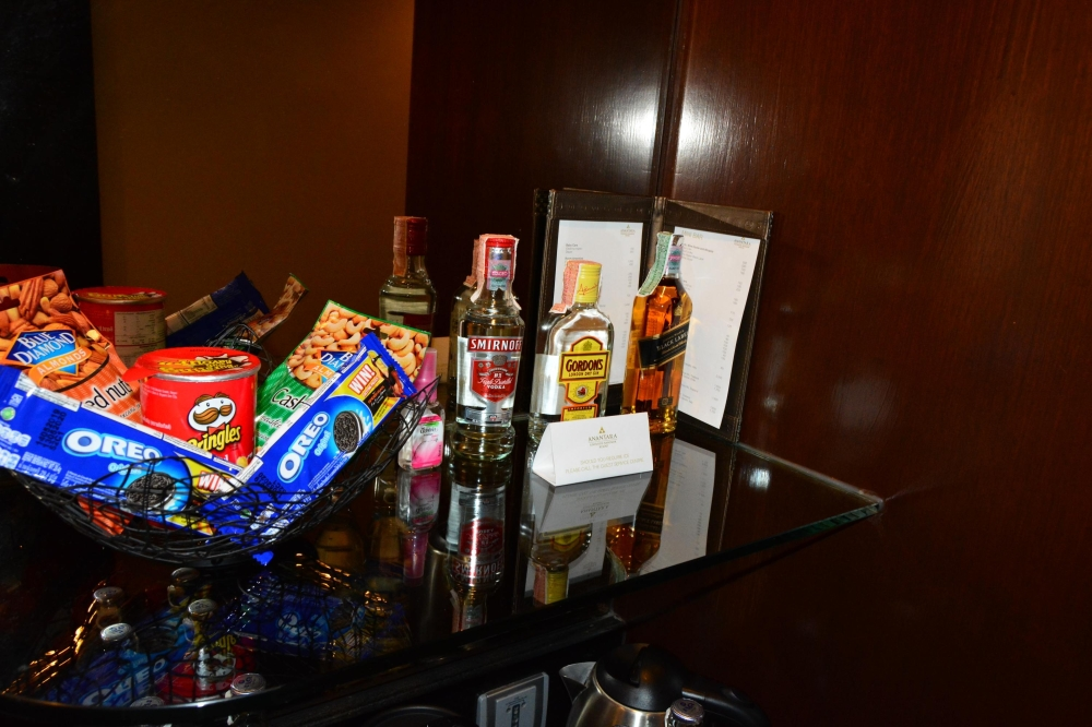 alcohol-snacks-anantara-riverside-bangkok
