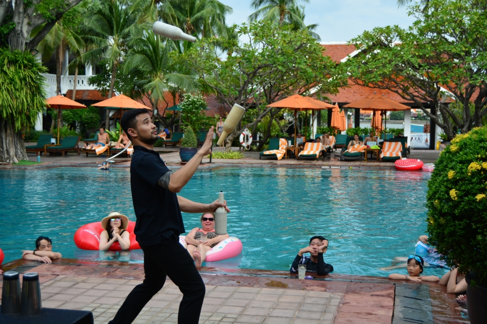 juggling-plants-anantara-riverside-bangkok