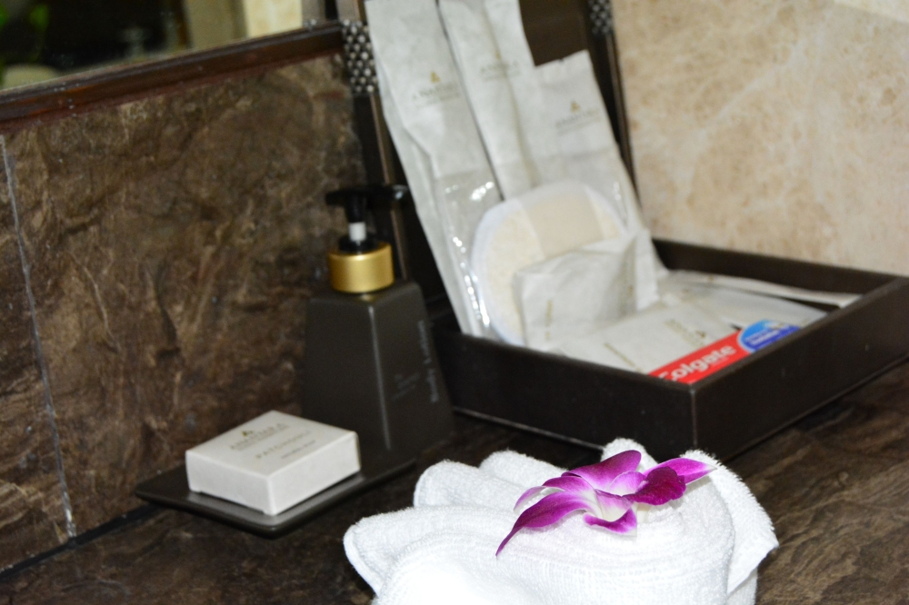 bathroom-amenities-anantara-riverside-bangkok