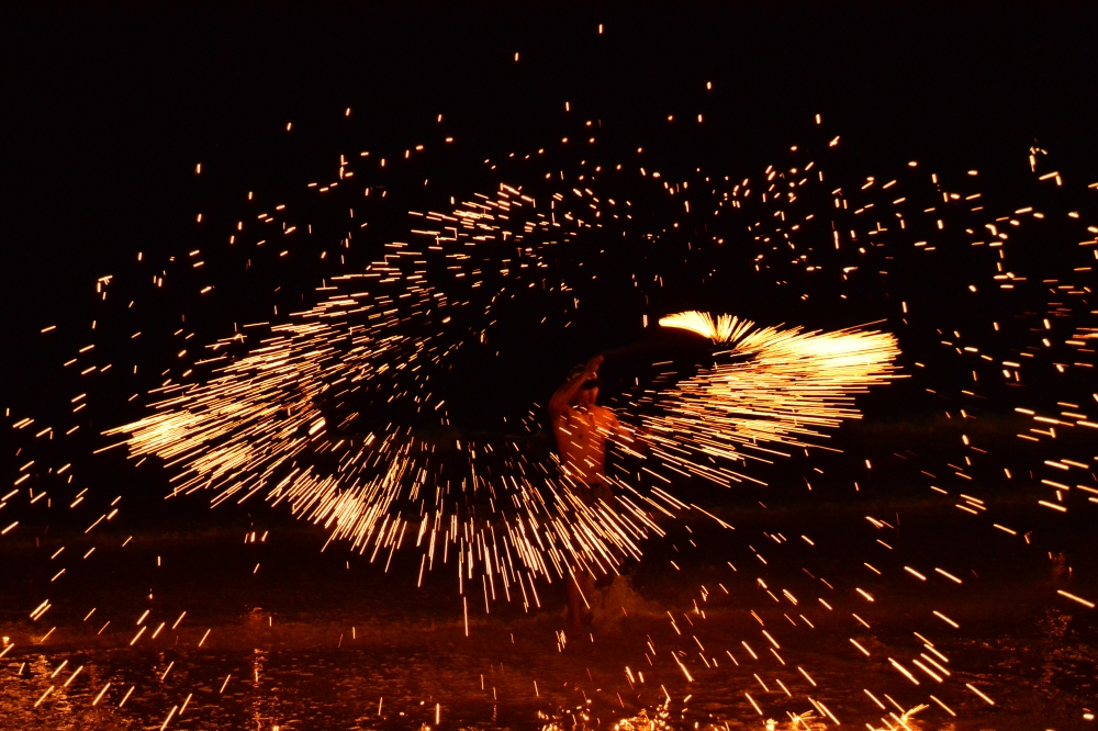 North White Sand Beach Koh Chang Fire Show (4)