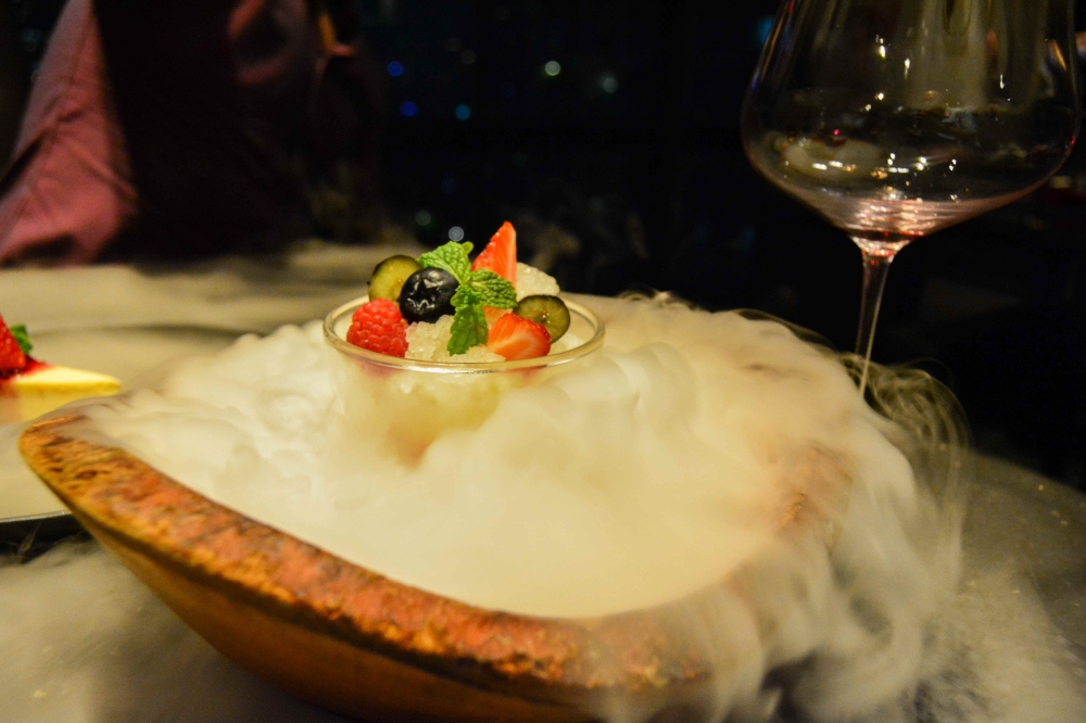 dry-ice-babette's-the-steakhouse-hotel-muse-bangkok