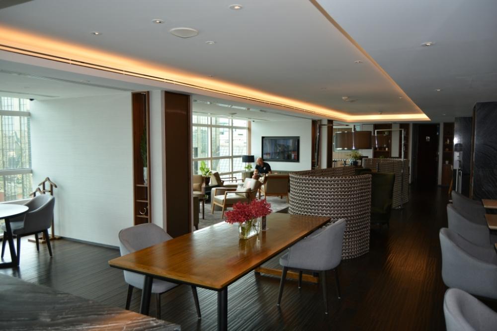 table executive lounge pullman king power bangkok