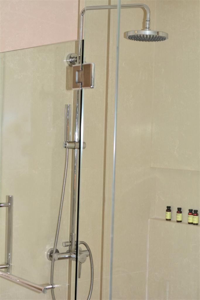 shower suite pullman bangkok king power