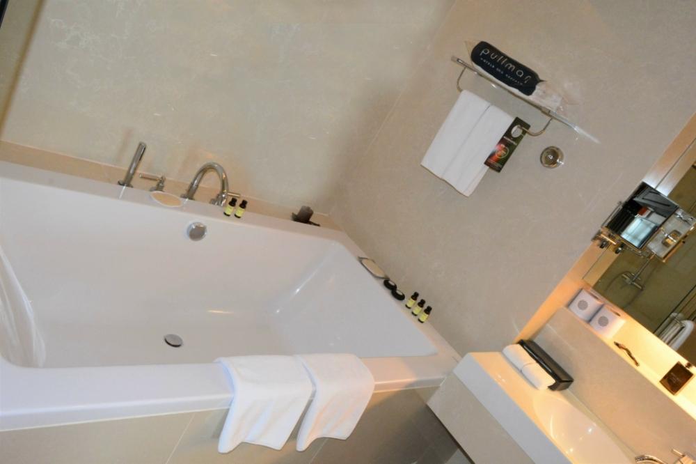 bathtub suite pullman bangkok king power