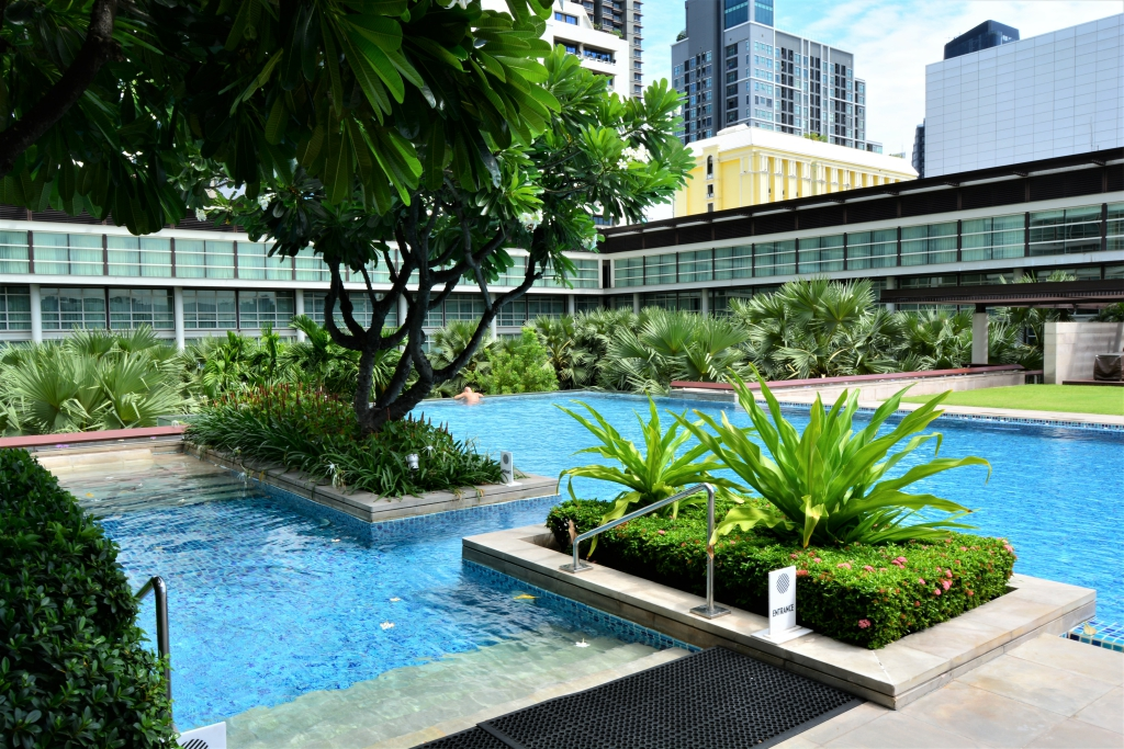 Jacuzzi swimming pool pullman bangkok king power