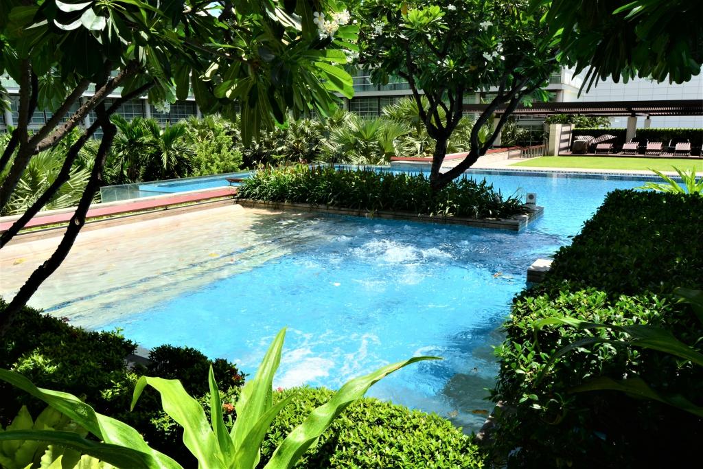 swimming pool pullman bangkok king power