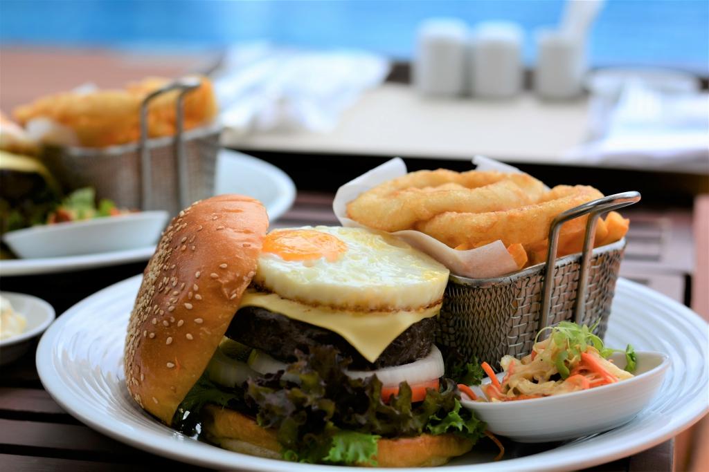hamburger swimming pool pullman bangkok king power