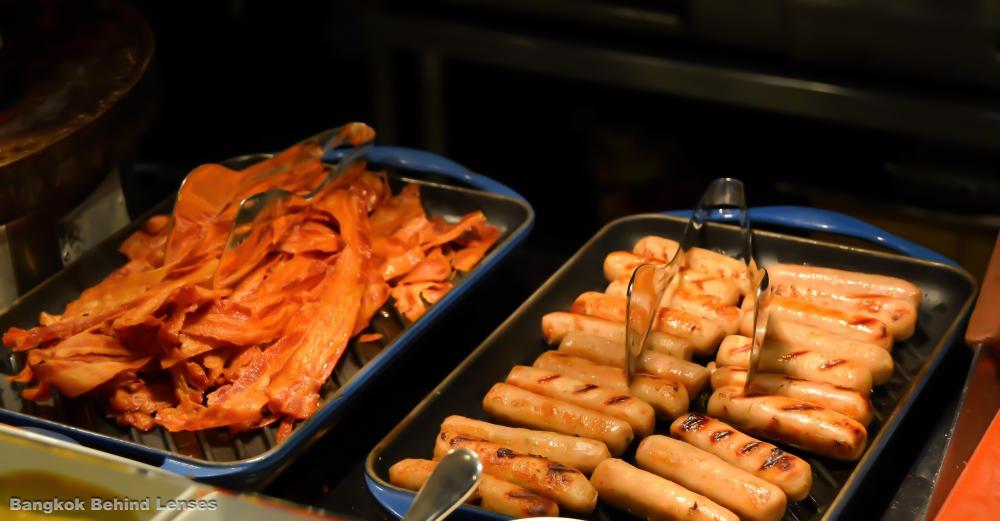 bacon sausages breakfast the dining room grand hyatt erawan bangkok