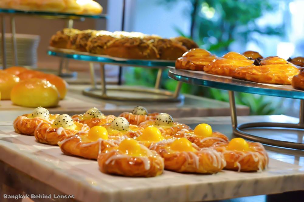 pastries breakfast the dining room grand hyatt erawan bangkok