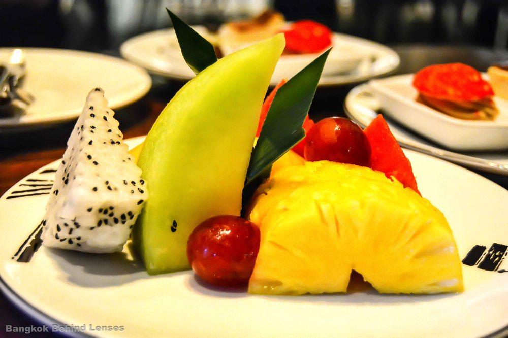 mixed fruit grand club room grand hyatt erawan bangkok