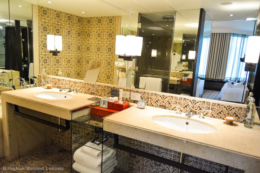 en suite bathroom grand hyatt erawan bangkok