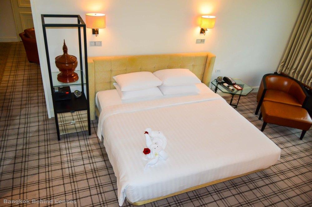 bed Grand King Suite grand hyatt erawan bangkok