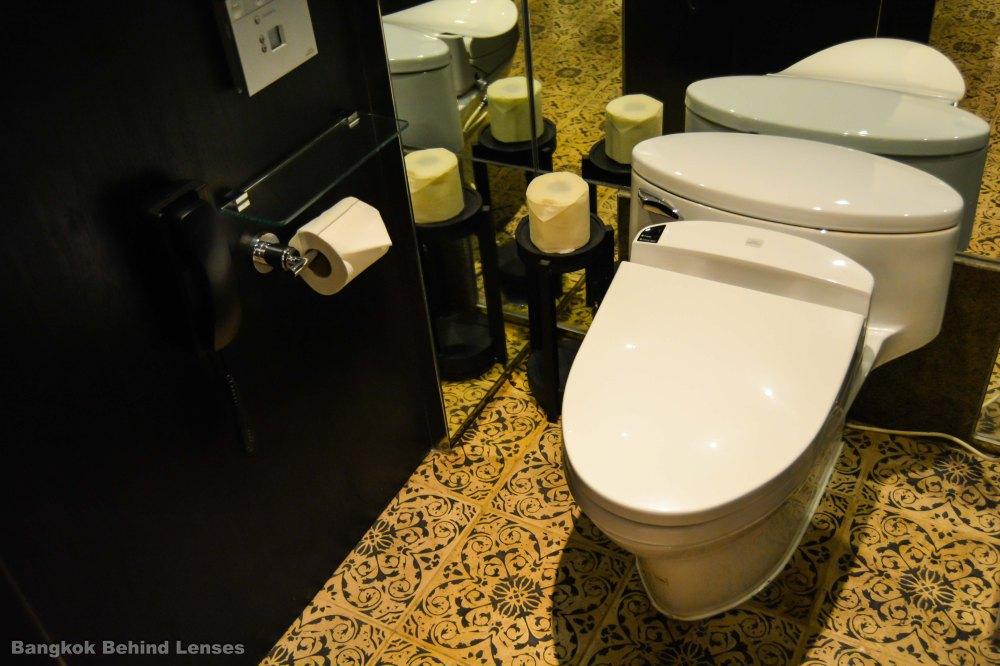 toilet Grand King Suite grand hyatt erawan bangkok