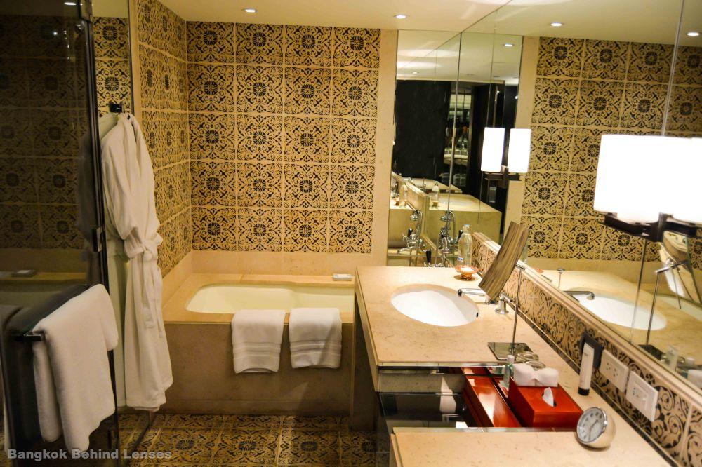bath shower Grand King Suite grand hyatt erawan bangkok
