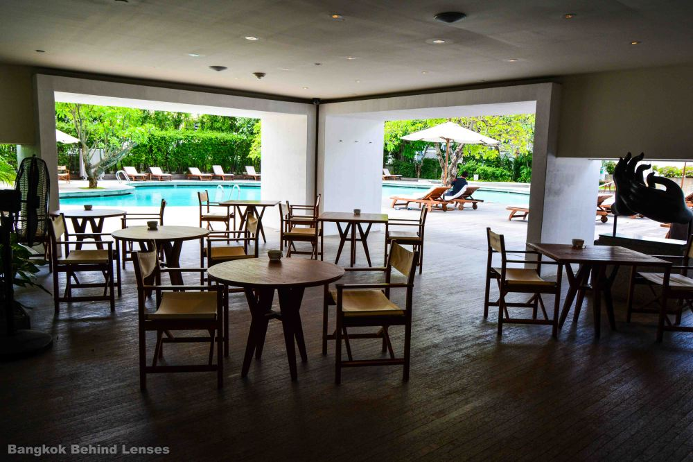 the breezeway restaurant pool grand hyatt erawan bangkok