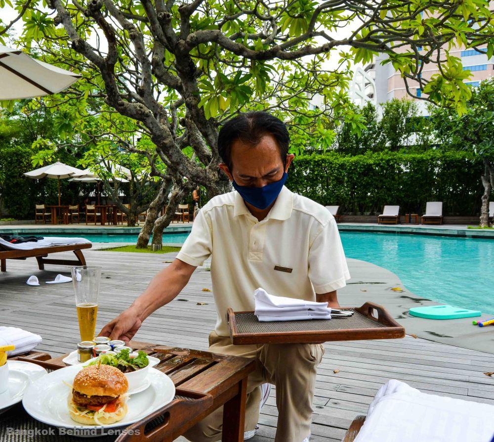 burgers pool grand hyatt erawan bangkok