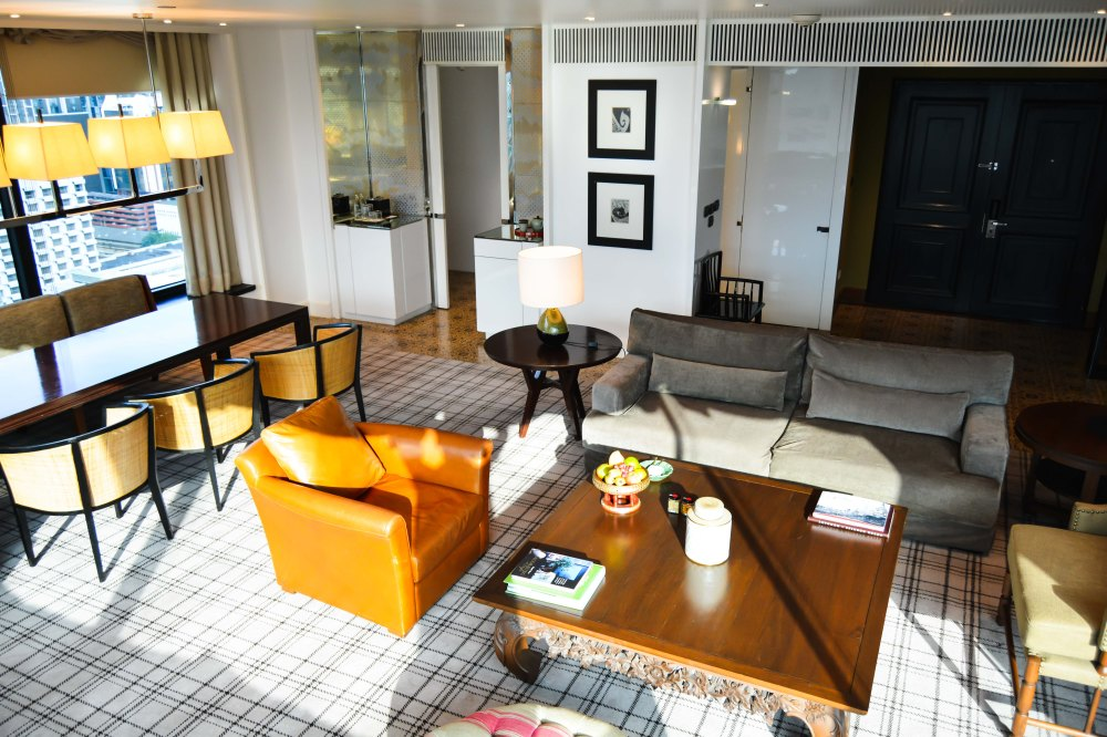 living room premier-deluxe-suite-grand-hyatt-erawan-bangkok