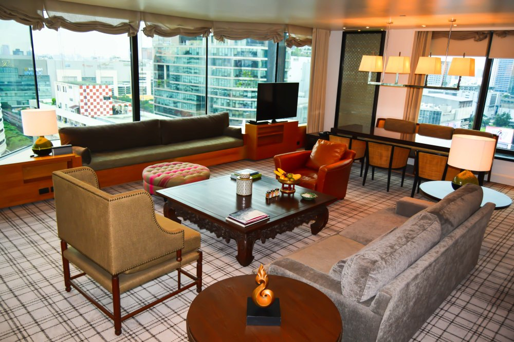 living room premier deluxe suite grand hyatt erawan bangkoK