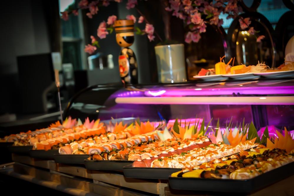 sushi seafood buffet bangkok Berkeley Hotel Pratunam