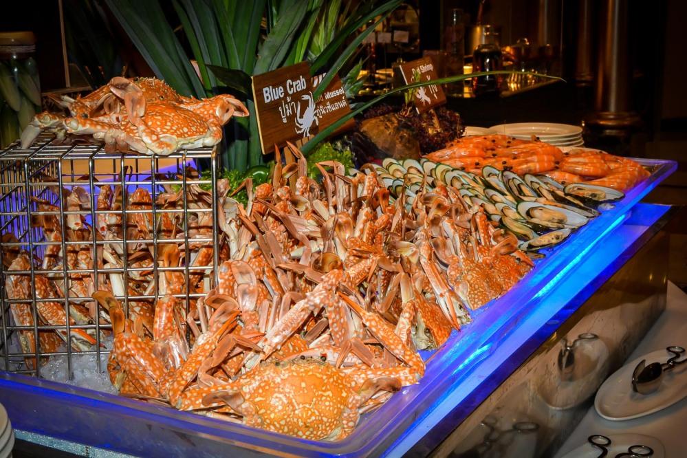 blue crab seafood buffet bangkok Berkeley Hotel Pratunam