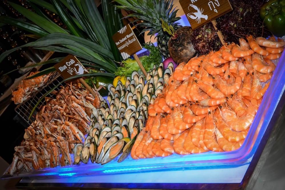 new zealand mussel blue crab seafood buffet bangkok Berkeley Hotel Pratunam