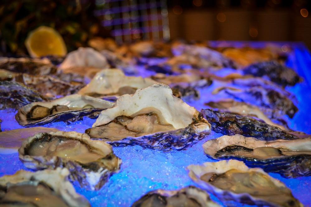 oyster seafood buffet bangkok Berkeley Hotel Pratunam