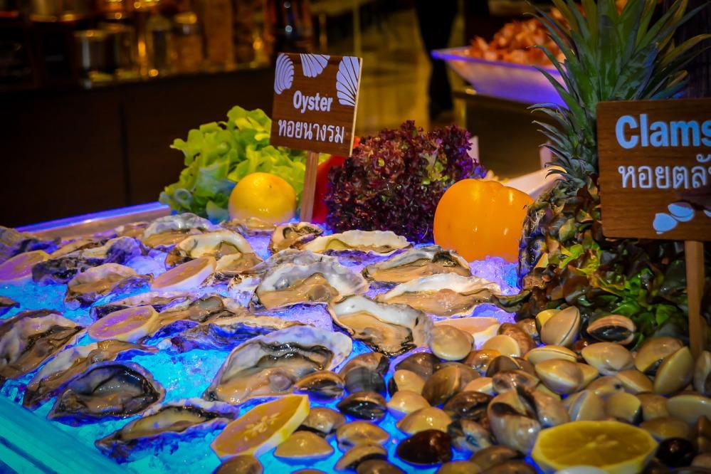 oyster clams seafood buffet bangkok Berkeley Hotel Pratunam