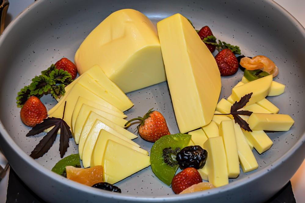 cheese buffet bangkok Berkeley Hotel Pratunam