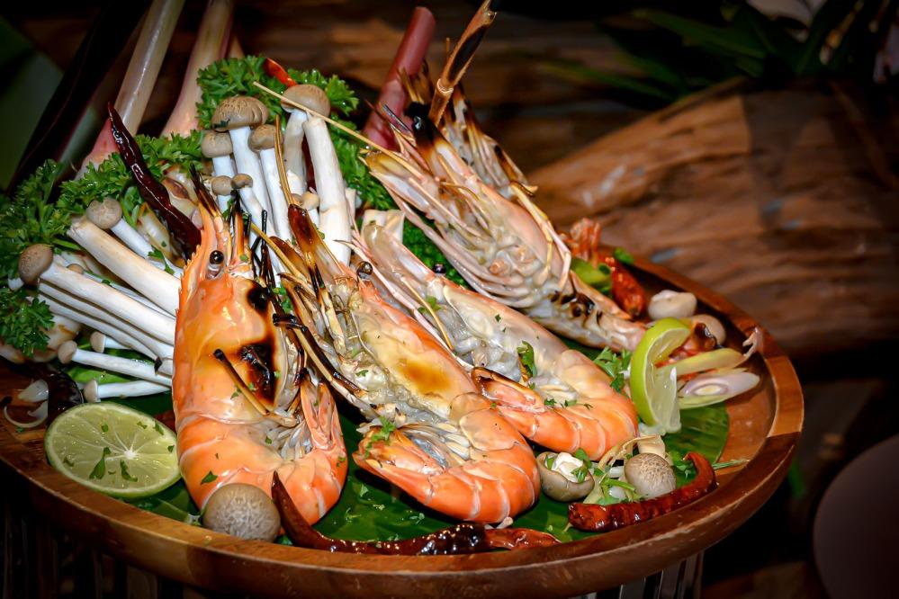 prawns seafood buffet bangkok Berkeley Hotel Pratunam