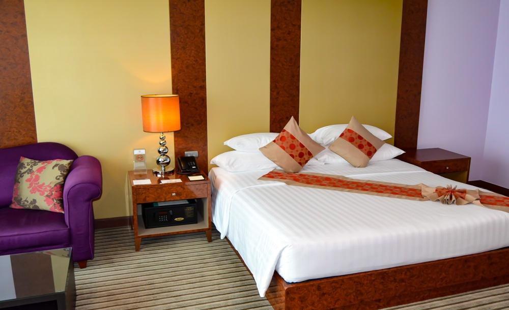 bed luxury room Berkeley Hotel Pratunam bangkok