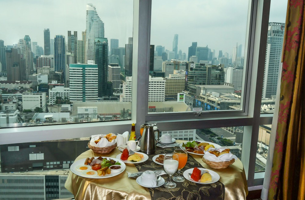 breakfast luxury room Berkeley Hotel Pratunam bangkok