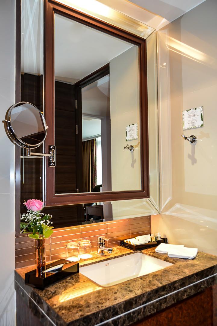 bathroom luxury room Berkeley Hotel Pratunam bangkok