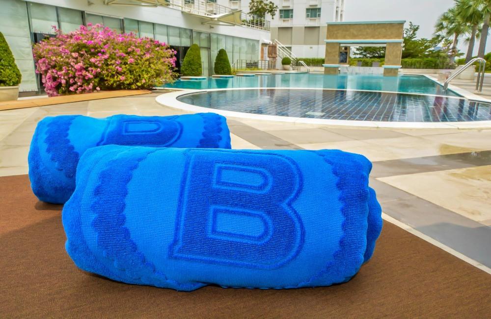 towels pool Berkeley Hotel Pratunam bangkok